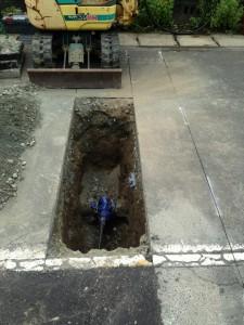水道の配管を家の敷地などに引っ張ってくる工事