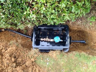 ホースを新しく、水道メータも取り付けました。